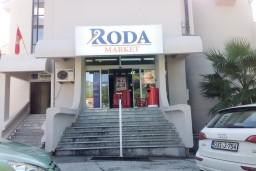 Супермаркет Roda в Тивате