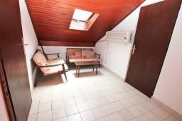 Коридор. Черногория, Ораховац : Дом на 10 человек, с 3-мя отдельными спальнями, с 3-мя ванными комнатами, с отдельным входом, с большой террасой, возле пляжа