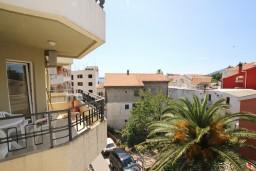 Вид. Черногория, Рафаиловичи : Апартамент с отдельной спальней, 70 метров до моря