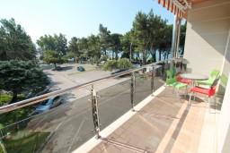 Вид на море. Черногория, Игало : Современный апартамент с отдельной спальней, с балконом с видом на море