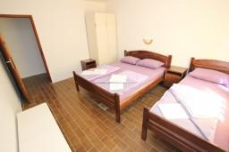 Спальня. Черногория, Бечичи : Апартамент для 5-6 человек, с 2-мя отдельными спальнями, с большой гостиной, с террасой