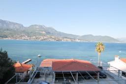 Вид на море. Черногория, Нивице : Апартамент для 5-7 человек, с 2-мя отдельными спальнями, с террасой с видом на море, 100 метров до пляжа