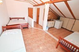 Черногория, Радовичи : Студия для 4 человек, с балконом