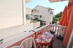 Балкон. Черногория, Доня Ластва : Апартамент для 3-5 человек, с отдельной спальней, 50 метров до моря