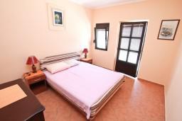 Спальня. Черногория, Обала Джурашевича : Апартамент с отдельной спальней, с террасой с видом на море