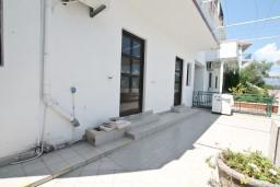 Вход. Черногория, Обала Джурашевича : Апартамент с отдельной спальней, с террасой с видом на море