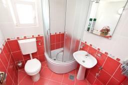 Ванная комната. Черногория, Обала Джурашевича : Студия с балконом с шикарным видом на море