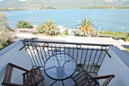 Балкон. Черногория, Обала Джурашевича : Двухуровневый апартамент с отдельной спальней, с балконом с шикарным видом на море