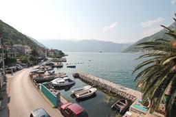 Вид на море. Черногория, Столив : Апартамент для 4-6 человек, с 2-мя отдельными спальнями, с 2-мя ванными комнатами, 15 метров до моря