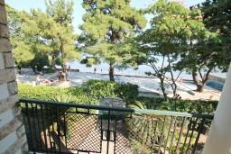 Балкон. Черногория, Игало : Дом с 3-мя спальнями на берегу моря, балкон и терраса с видом на море, приватный дворик