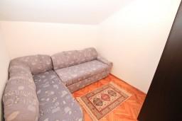 Спальня. Черногория, Герцег-Нови : Апартамент для 4-5 человек, с 2-мя отдельными спальнями, с большой гостиной, с 3-мя балконами с шикарным видом на море