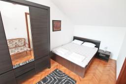 Спальня 2. Черногория, Герцег-Нови : Апартамент для 4-5 человек, с 2-мя отдельными спальнями, с большой гостиной, с 3-мя балконами с шикарным видом на море