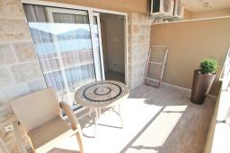 Балкон. Черногория, Рафаиловичи : Студия с балконом и видом на море на берегу моря в Рафаиловичах