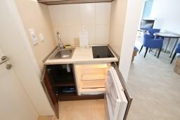 Кухня. Черногория, Добра Вода : Студия для 4 человек, с террасой с видом на море