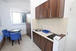 Кухня. Черногория, Добра Вода : Студия для 3 человек, с террасой с видом на море