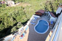Вид. Черногория, Добра Вода : Апартамент для 5 человек, с отдельной спальней, с террасой с видом на море