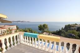 Вид на море. Черногория, Сутоморе : 2-х этажная вилла площадью 180м2 с бассейном и видом на море, с 4-мя отдельными спальнями, 2-мя ванными комнатами, зеленый дворик, барбекю, парковка, Wi-Fi