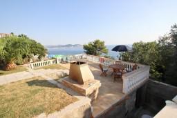 Территория. Черногория, Сутоморе : 2-х этажная вилла площадью 180м2 с бассейном и видом на море, с 4-мя отдельными спальнями, 2-мя ванными комнатами, зеленый дворик, барбекю, парковка, Wi-Fi