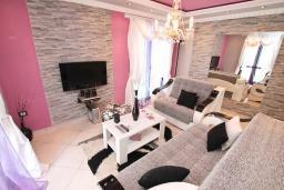 Черногория, Пераст : Люкс апартамент для 2-4 человек, с отдельной спальней, 100 метров до пляжа