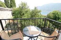 Черногория, Пераст : Люкс апартамент для 2 человек, с отдельной спальней, с балконом с видом на море, 100 метров до пляжа