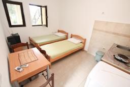 Гостиная. Черногория, Доброта : Апартамент для 4 человек, с отдельной спальней, с террасой с видом на море