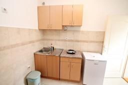 Кухня. Черногория, Доброта : Апартамент для 4 человек, с отдельной спальней, с террасой с видом на море