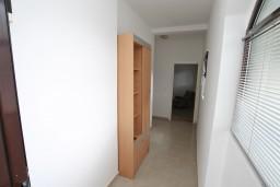 Коридор. Черногория, Доброта : Апартамент для 4 человек, с отдельной спальней, с террасой с видом на море