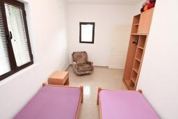 Спальня. Черногория, Доброта : Апартамент для 4 человек, с отдельной спальней, с террасой с видом на море