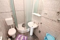 Ванная комната. Черногория, Доброта : Апартамент для 4 человек, с отдельной спальней, с террасой с видом на море