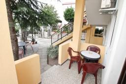Терраса. Черногория, Доброта : Апартамент для 4 человек, с отдельной спальней, с террасой с видом на море