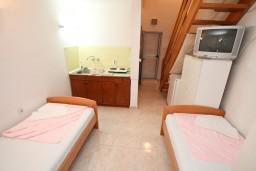 Гостиная. Черногория, Ораховац : Двухэтажный апартамент с 1 спальней и балконом с шикарным видом на море в 10 метрах от пляжа