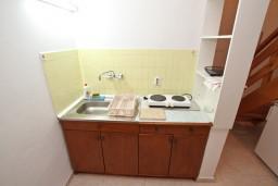 Кухня. Черногория, Ораховац : Двухэтажный апартамент с 1 спальней и балконом с шикарным видом на море в 10 метрах от пляжа