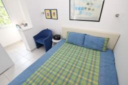Спальня. Черногория, Доня Ластва : Апартамент для 4 человек, с отдельной спальней, 50 метров до моря