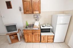 Кухня. Черногория, Кримовица : Апартамент для 3-5 человек, с отдельной спальней, с балконом с видом на море
