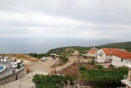 Вид на море. Черногория, Кримовица : Апартамент для 3-5 человек, с отдельной спальней, с балконом с видом на море