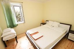 Спальня. Черногория, Святой Стефан : Апартамент для 2-4 человек, с отдельной спальней, с террасой