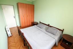 Спальня 2. Черногория, Герцег-Нови : Этаж дома с 2-мя отдельными спальнями, с террасой, 50 метров до моря