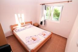 Спальня. Черногория, Селяново : Апартамент для 4-6 человек, с 2-мя отдельными спальнями, с террасой, 70 метров до моря