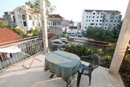 Балкон. Черногория, Селяново : Апартамент для 2-4 человек, с отдельной спальней, 70 метров до моря