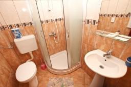 Ванная комната. Черногория, Рафаиловичи : Двухместный номер с видом на море