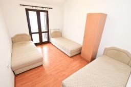 Спальня 3. Черногория, Прчань : Апартамент для 10 человек, с 4-мя отдельными спальнями и 4-мя ванными комнатами, с террасой с шикарным видом на море