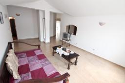 Гостиная. Черногория, Пераст : Апартамент для 6-8 человек, с 3-мя отдельными спальнями, 20 метров до моря