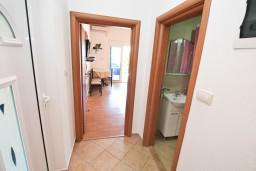 Черногория, Столив : Апартамент для 3-5 человек, с отдельной спальней, с террасой с видом на море, 10 метров до пляжа