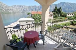 Вид на море. Черногория, Столив : Люкс апартамент с отдельной спальней, с балконом с видом на море, 10 метров до пляжа