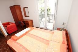 Спальня. Черногория, Пржно / Милочер : Апартамент для 4-5 человек, с 2-мя отдельными спальнями, с 2-мя балконами
