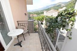 Балкон. Черногория, Пржно / Милочер : Апартамент для 4-5 человек, с 2-мя отдельными спальнями, с 2-мя балконами