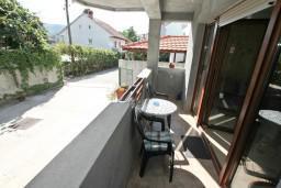 Вид. Черногория, Дженовичи : Современный апартамент с отдельной спальней в 120 метрах от моря