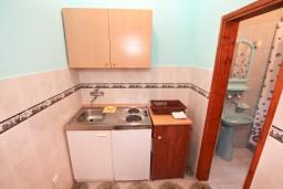 Кухня. Черногория, Лепетане : Студия для 3 человек, с террасой, возле моря