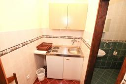 Кухня. Черногория, Лепетане : Студия для 4 человек, с террасой, возле моря
