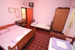 Студия (гостиная+кухня). Черногория, Лепетане : Студия для 4 человек, с террасой, возле моря